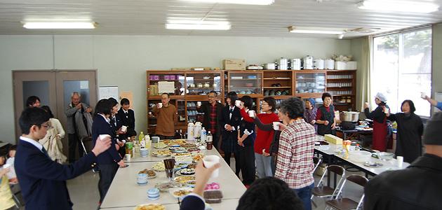 富士見町の美味しい地元料理を楽しみながらの、全国優勝おめでとう会(富士見高校養蜂部)