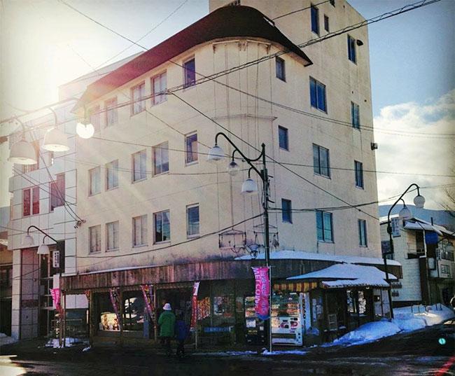 富士見駅前ビル「大丸屋」は、スゴイ!