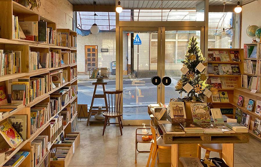 新刊と古本の書店 mountain bookcase
